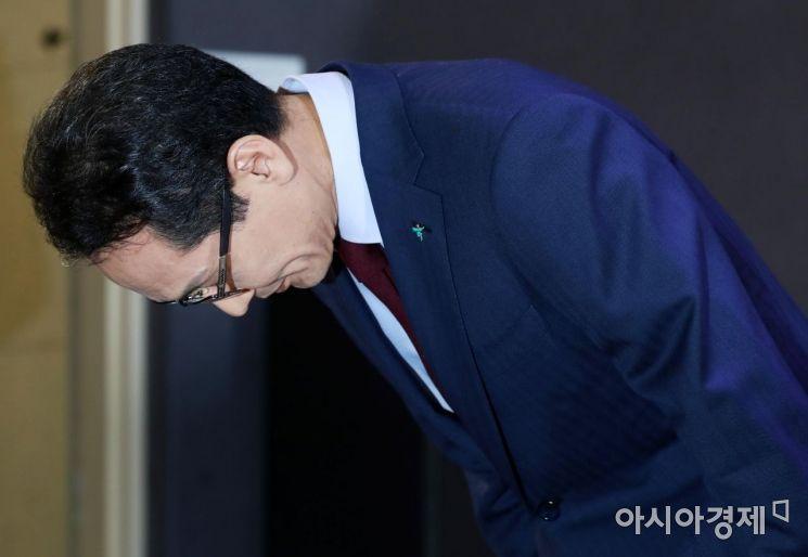 [포토]지성규 신임 KEB하나은행장, 허리 숙여 인사