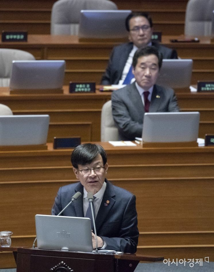 [포토] 답변하는 김상조 공정위원장