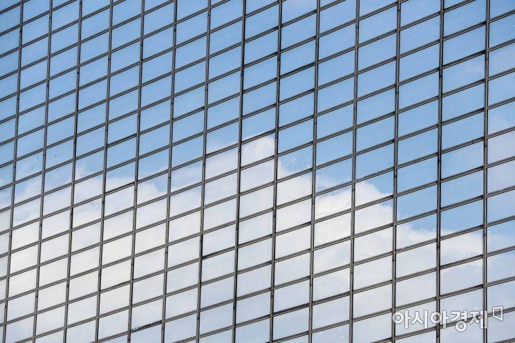[포토]빌딩에 비친 파란하늘