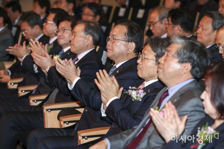 [포토] 박수치는 김부겸 행정안전부 장관