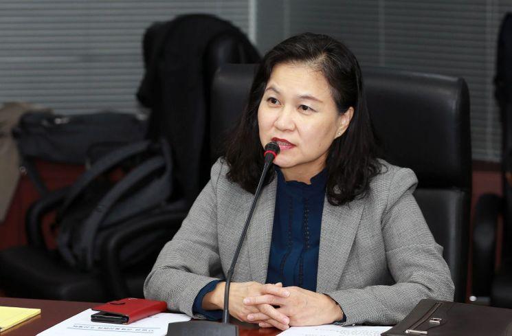 유명희 산업통상자원부 통상교섭본부장이 21일 열린 통상추진위원회를 주재하고 있다.