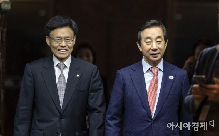 [포토] 의원총회 참석하는 김성태
