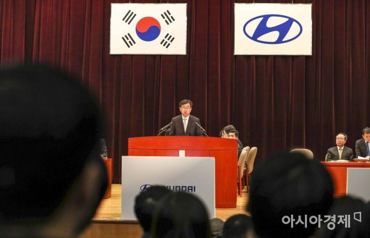 이원희 현대자동차 사장이 22일 서울 서초구 현대자동차 본사에서 열린 정기 주주총회에 참석해 인사말하고 있다./강진형 기자aymsdream@