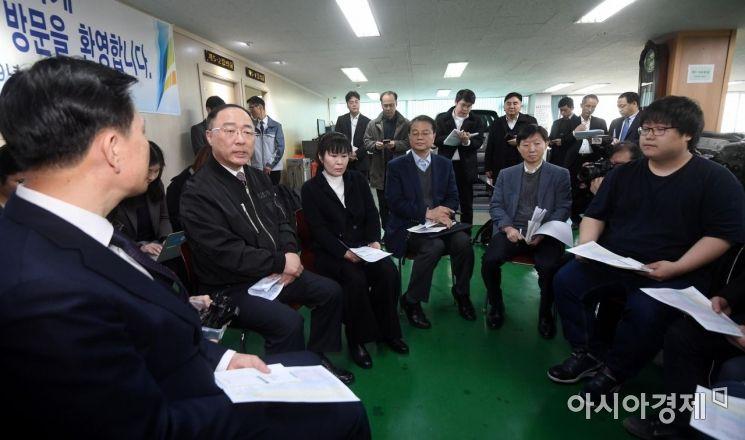[포토] 직업전문학교 방문한 홍남기 부총리