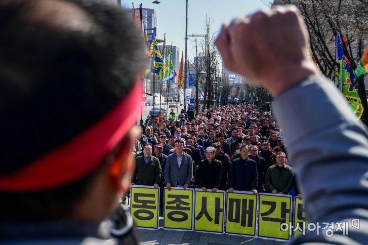 [포토] 대우조선 노동자들, '동종사 매각 반대'