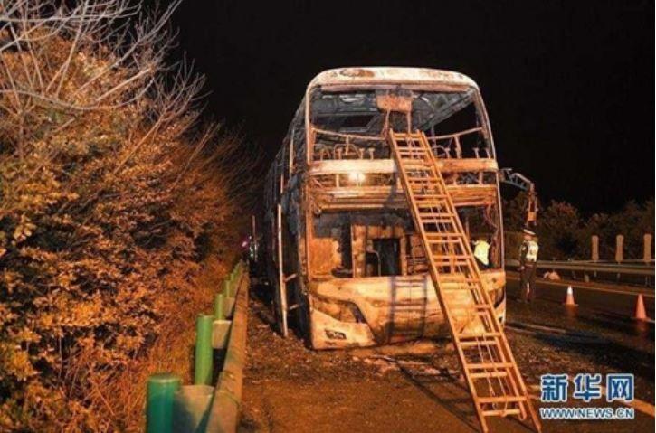 후난성 고속도로서 발생한 관광버스 화재사고 현장[신화망 캡처]