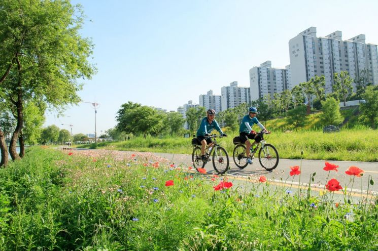 가정의 달 앞두고 중저가·어린이 자전거 속속 출시