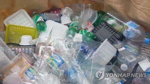 분리수거함에 담긴 페트병/사진=연합뉴스