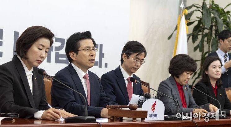 황교안 자유한국당 대표가 28일 국회에서 열린 최고위원회의에 참석, 모두 발언을 하고 있다./윤동주 기자 doso7@