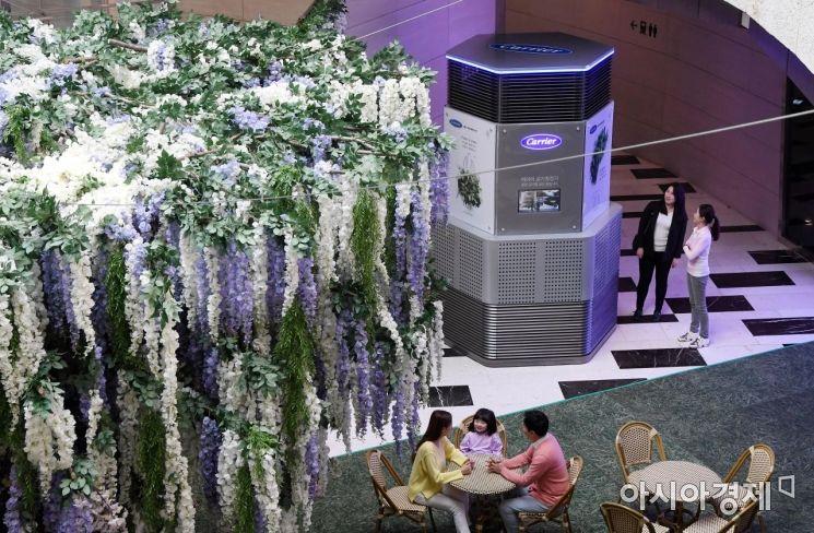 [포토] IFC몰, 3,4미터 높이 초대형 공기청정기 설치