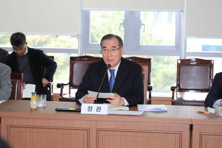 """이개호 """"보완대책 마련…쌀 생산조정 참여해달라"""""""