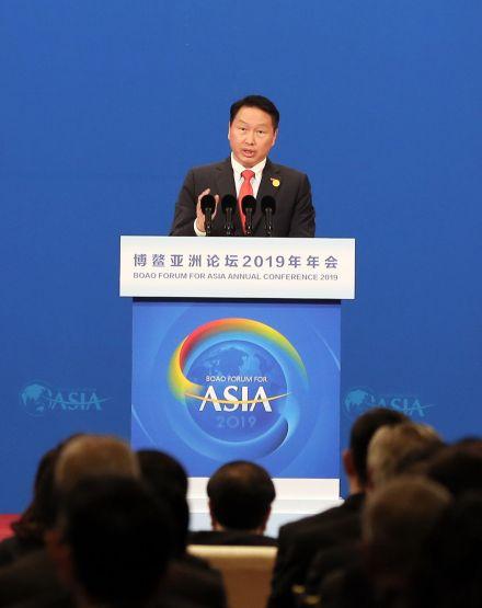 ▲28일 중국 하이난다오에서 열린 보아오포럼 개막식에서 최태원 회장이 연사로 나서 사회적 가치 창출에 대해 발표하고 있다.