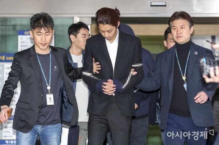 [포토] 경찰 호송차로 이동하는 정준영