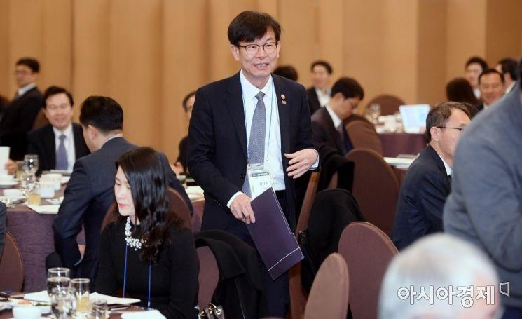 [포토] 공정거래 4개 단체 조찬간담회 참석하는 김상조