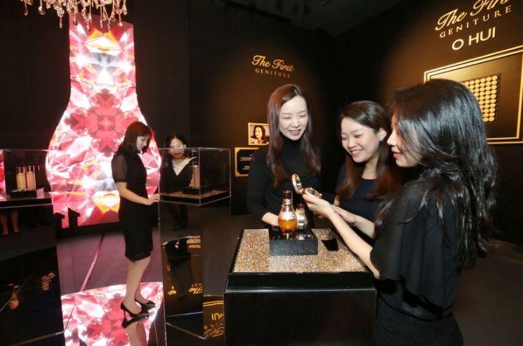 LG생활건강이 이달 28일 서울 그랜드 하얏트 호텔에서 럭셔리 이미지 강화를 위한 '오휘 더 퍼스트 제너츄어 갈라' 행사를 개최했다.