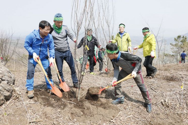 보성군 '미래 자원 숲 조성' 위한 나무심기 행사