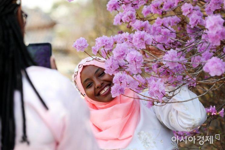 [포토]봄 만끽하는 아프리카 수단 관광객