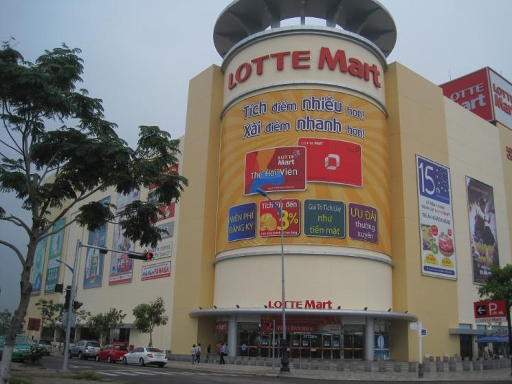 대표적 관광명소로 자리잡은 롯데마트 베트남 다낭점. 관광객들은 여행의 시작과 끝을 롯데마트 다낭점과 함께한다.(사진=롯데마트)
