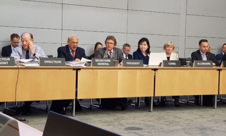 프랑스 파리에서 개최된 경제협력개발기구 과학기술정책위원회 고위급회의에서 송경희 과학기술정보통신부 국제협력관(왼쪽에서 네 번째)이 한국의 과학기술혁신정책에 대해 소개하고 있다.