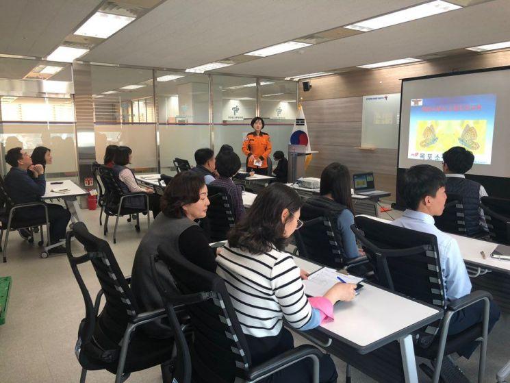 심폐소생술 등 응급조치 요령에 대한 안전교육 실시하고 있는 모습. 사진=한국장애인고용공단 전남지사