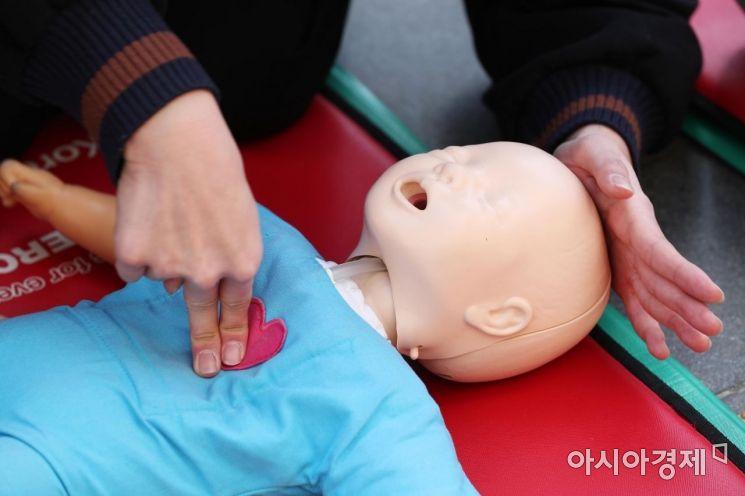 [포토]생명 살리는 기적 '심폐소생술' 배우기