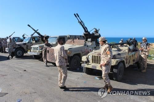 지난 6일 동부 군벌의 트리폴리 진격을 막기 위해 집결한 통합정부 측 민병대[EPA=연합뉴스]