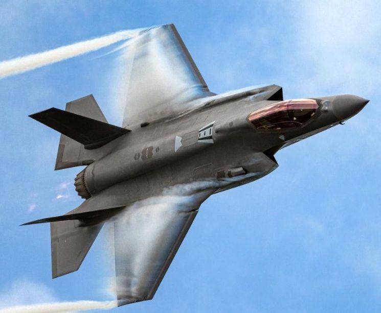 F-35, F-22 등 스텔스기의 경우에는 교신이 끊어질 경우, 아군도 정확한 위치를 파악하기 쉽지 않다. 운용 경험이 적고 스텔스 탐지능력이 부족한 경우에는 관제가 쉽지 않은 것으로 알려져있다.(사진=록히드마틴사 홈페이지/www.lockheedmartin.com)
