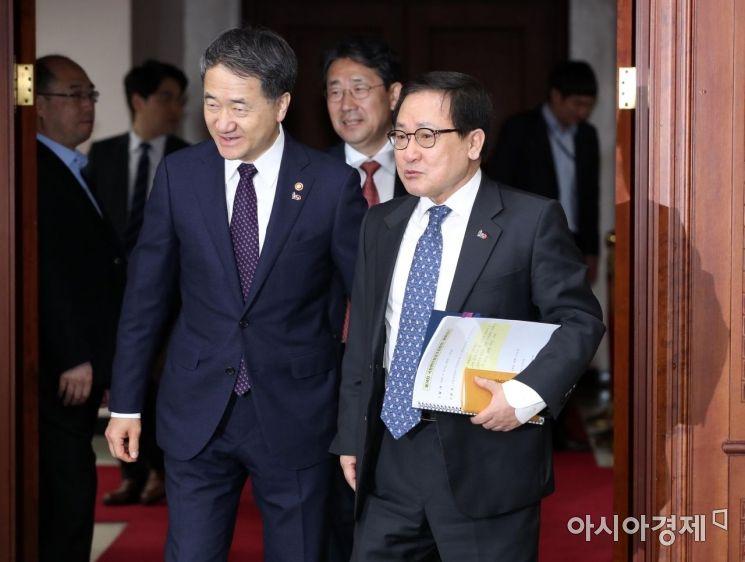 [포토] 국정현안회의 참석하는 박능후-유영민 장관