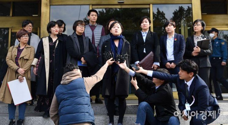[포토]입장발표하는 낙태죄 위헌 대리인들