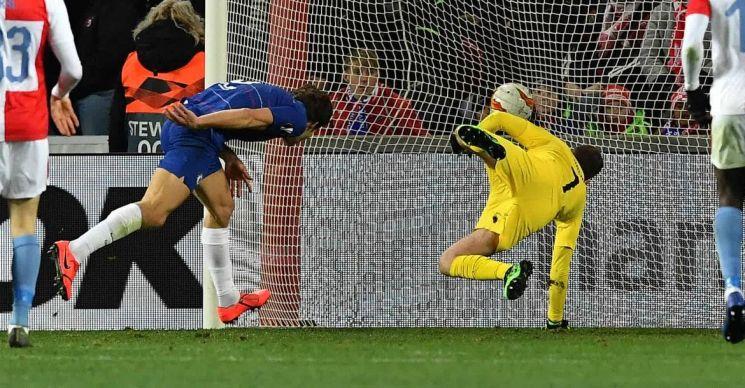 12일 오전 4시(한국시간) 체코 프라하의 시노보 스타디움에서 열린 첼시와 프라하의 2018-19 유럽축구연맹(UEFA) 유로파리그 8강 1차전 경기에서 마르코스 알론소가 프라하 골문을 향해 헤딩슛을 시도하고 있다. /사진=첼시 구단 홈페이지