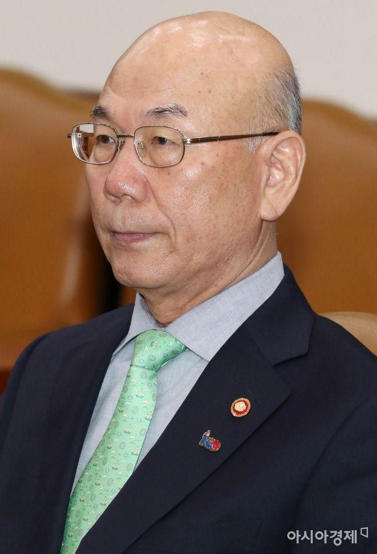 [포토]사회관계장관회의 참석한 이효성 방송통신위원장