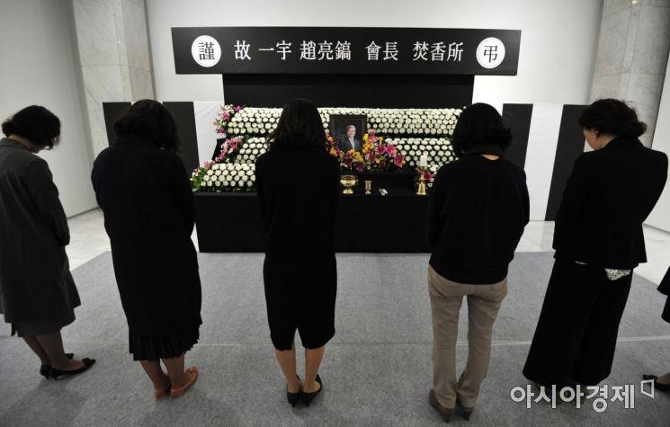 [포토] 서소문 사옥 분향소 조문하는 임직원들