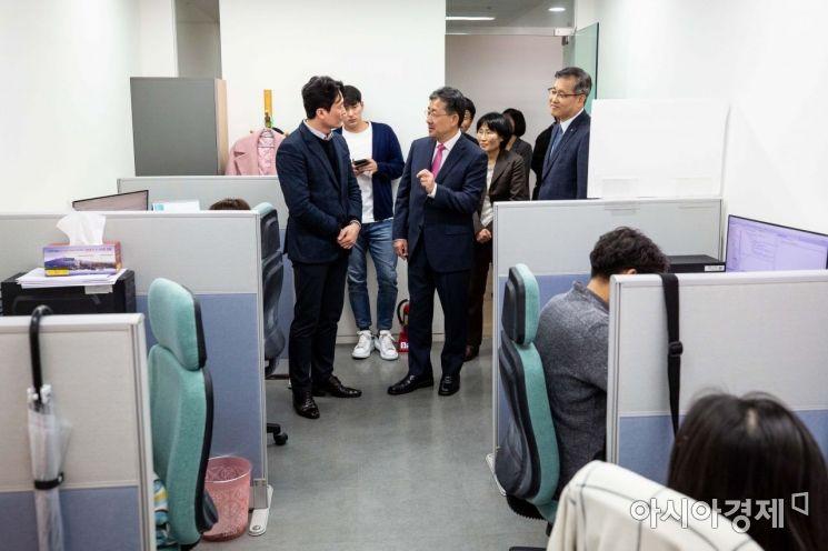 [포토] 관광벤처보육센터 찾은 박양우 장관