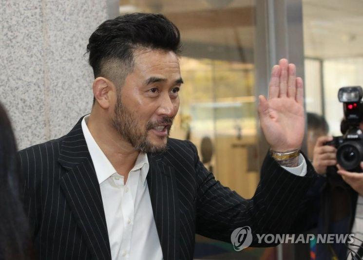 """'보복운전 혐의' 최민수에 검찰 1년 구형…검찰 """"반성 없다"""""""