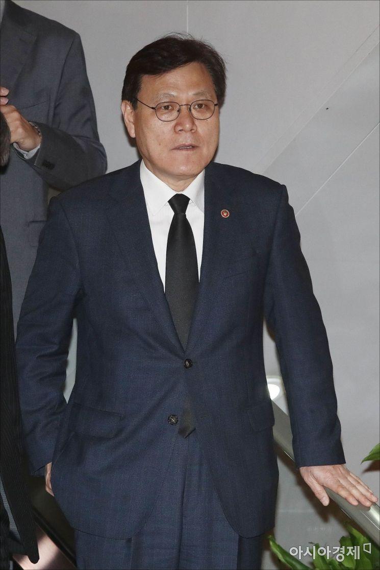 [포토] 조양호 회장 빈소 들어서는 최종구 위원장