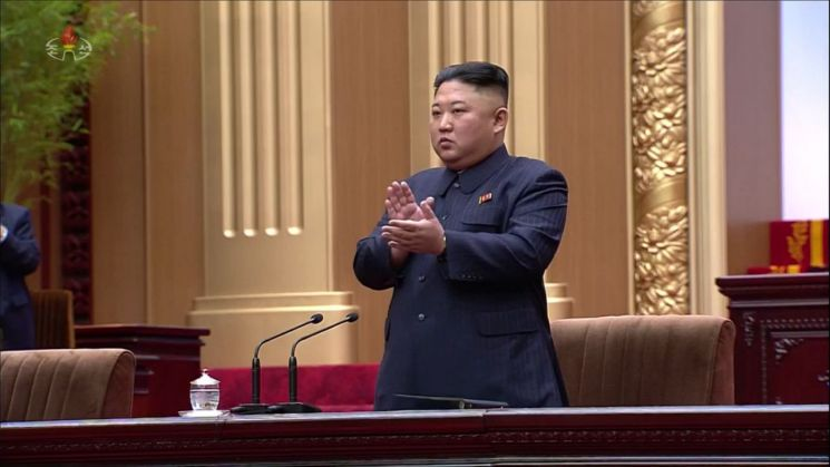 김정은 북한 국무위원장이 12일 최고인민회의 제14기 제1차회의에 참석했다. 조선중앙TV가 13일 오후 공개한 김정은 국무위원장의 모습.