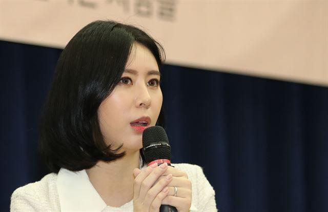 이른바 '장자연 사건'의 유일한 증언자인 배우 윤지오(32) 씨가 14일 북콘서트를 열고 책 출간까지 있었던 일들과 관련해 심경을 밝혔다./사진=연합뉴스