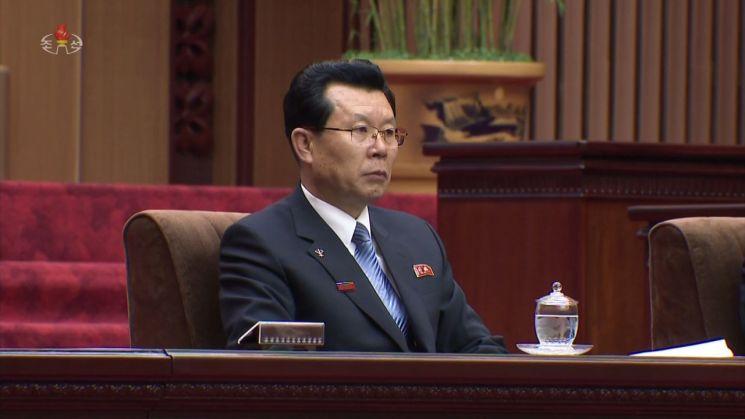 북한 최고인민회의 제14기 제1차회의가 지난 11일 만수대의사당에서 열렸다. 사진은 조선중앙TV가 12일 오후 공개한 영상에서 김재룡 내각 총리가 주석단에 앉아 있는 모습.