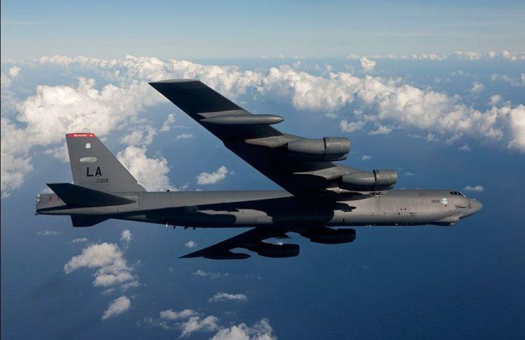 지난 9일 일본 해상에서 훈련 도중 추락한 것으로 알려진 F-35A 수색전에 B-52 전략폭격기가 3일 연속 사고해역에 파견되었다는 소식이 전 세계적으로 주목받고 있다. B-52 폭격기의 모습.(사진=보잉사 홈페이지/www.boeing.com)
