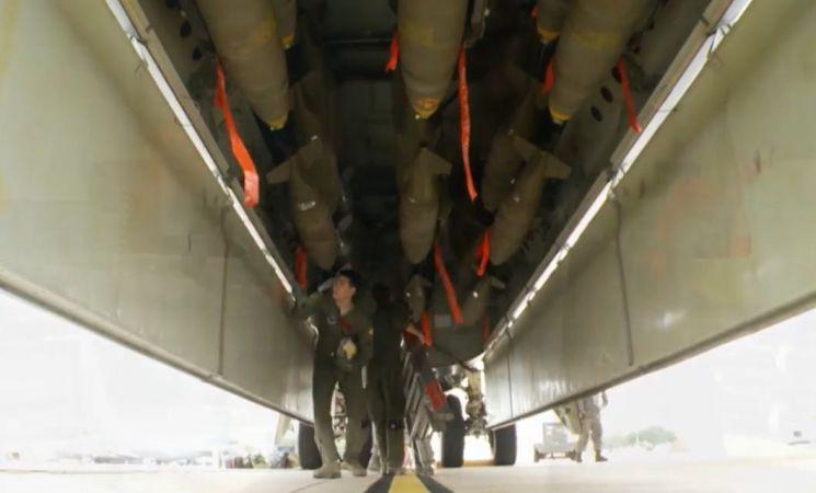 B-52 폭격기는 30톤(t) 이상의 막대한 폭장력을 갖추고 베트남전부터 아프가니스탄전까지 다양한 전장에서 육상폭격에 주로 쓰였으며, 구 공산권 국가들에게는 공포의 대상으로 여겨지곤 했다.(사진= 보잉사 홈페이지/www.boeing.com지)