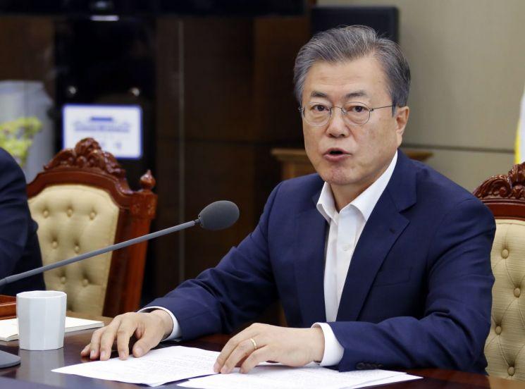 문재인 대통령이 15일 오후 청와대 수석·보좌관 회의를 주재하고 있다.  사진=연합뉴스
