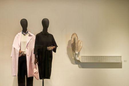 르베이지, 목조작품과의 만남…'매장 안 갤러리' 프로젝트 전시
