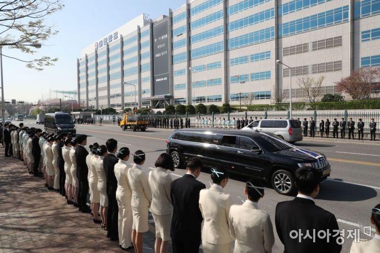 [포토] 공항동 본사 향하는 고 조양호 회장