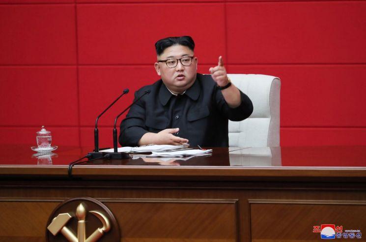 김정은 북한 노동당 위원장이 지난 10일 당 중앙위원회 본부청사에서 열린 당 제7기 제4차 전원회의를 주재했다고 조선중앙통신이 11일 보도했다.