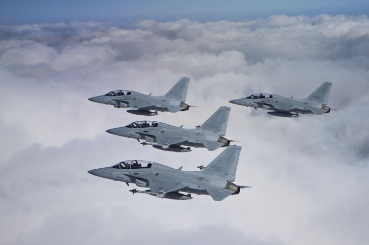 국산 전투기 FA-50 편대가 상공을 비행하고 있다. (사진=대한민국 공군)