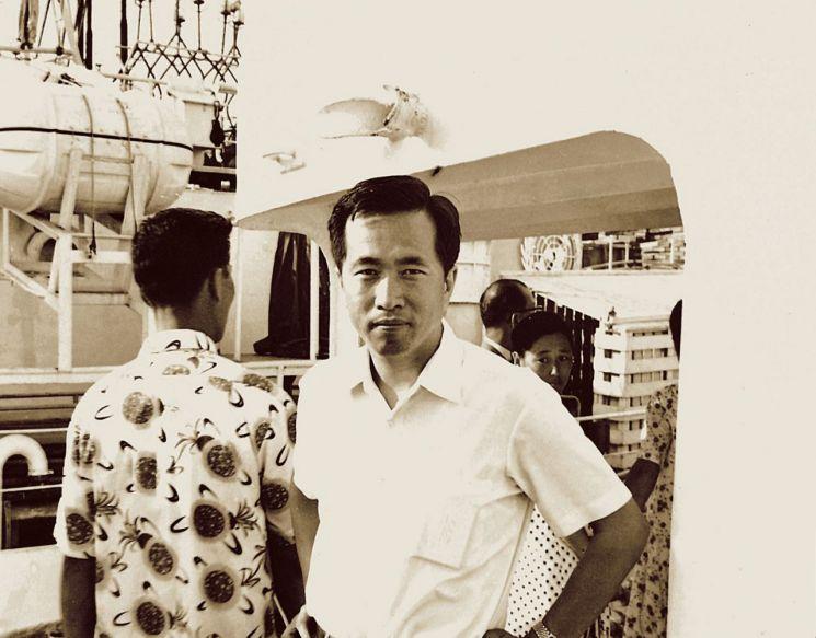 1969년 8월 동원의 최초 어선인 '제31동원호' 출어식에 참석한 김재철 회장.