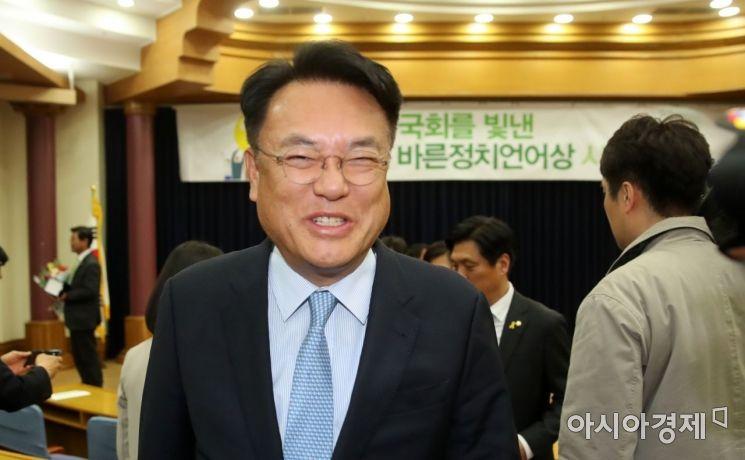 [포토] 미소 짓는 세월호 막말, 정진석 의원