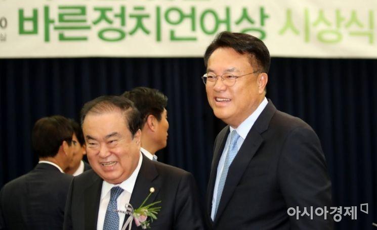 [포토] 바른언어상 수상한 세월호 막말 정진석 의원