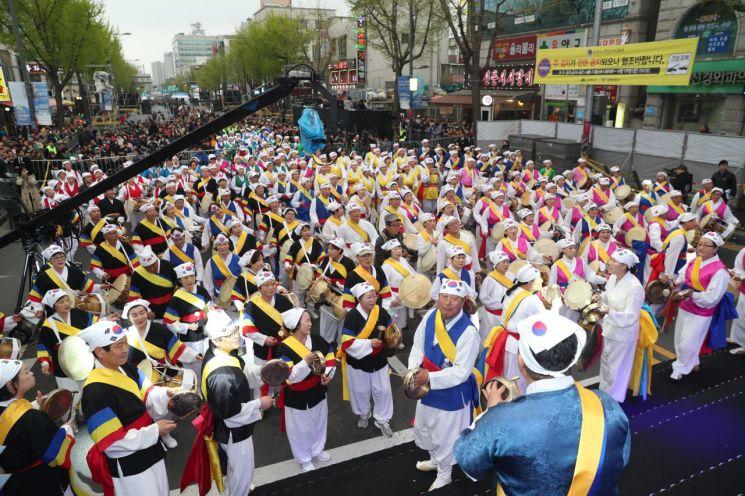[포토] '4.19혁명 국민문화제' 전야제 풍물놀이