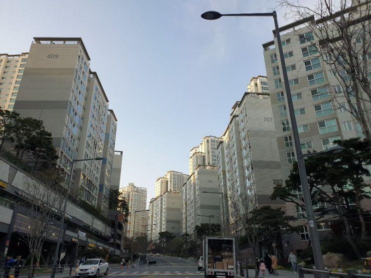 마포구 아현동 최대규모 단지인 마포래미안푸르지오 단지 모습.